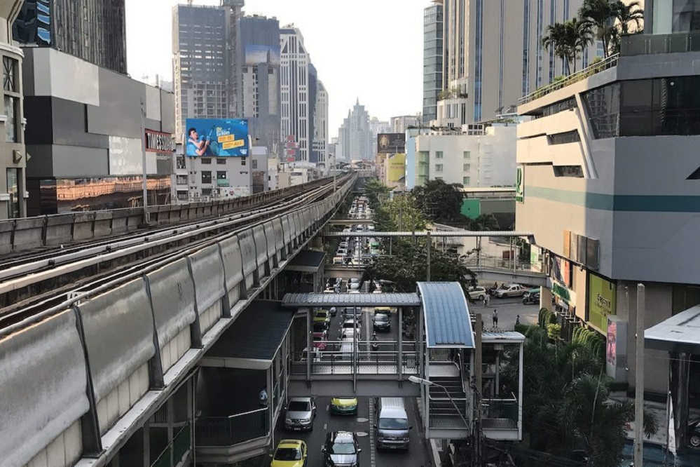 BTS Line mitten in Bangkok