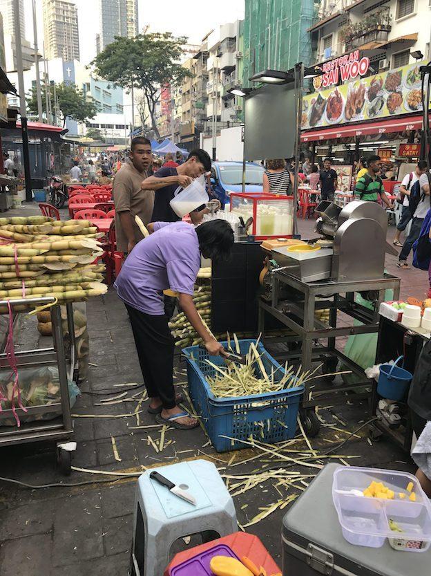 Zuckerrohrsaft auf Markt in Kuala Lumpur