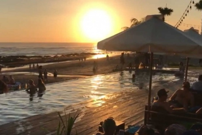 The Lawn Beach Club / Canggu