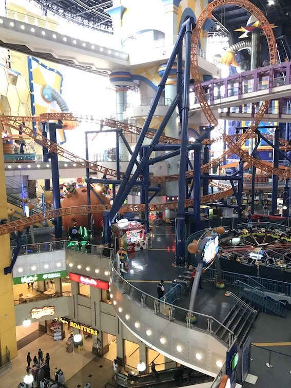 Achterbahn-in-einer-Mall-in-Kuala-Lumpur